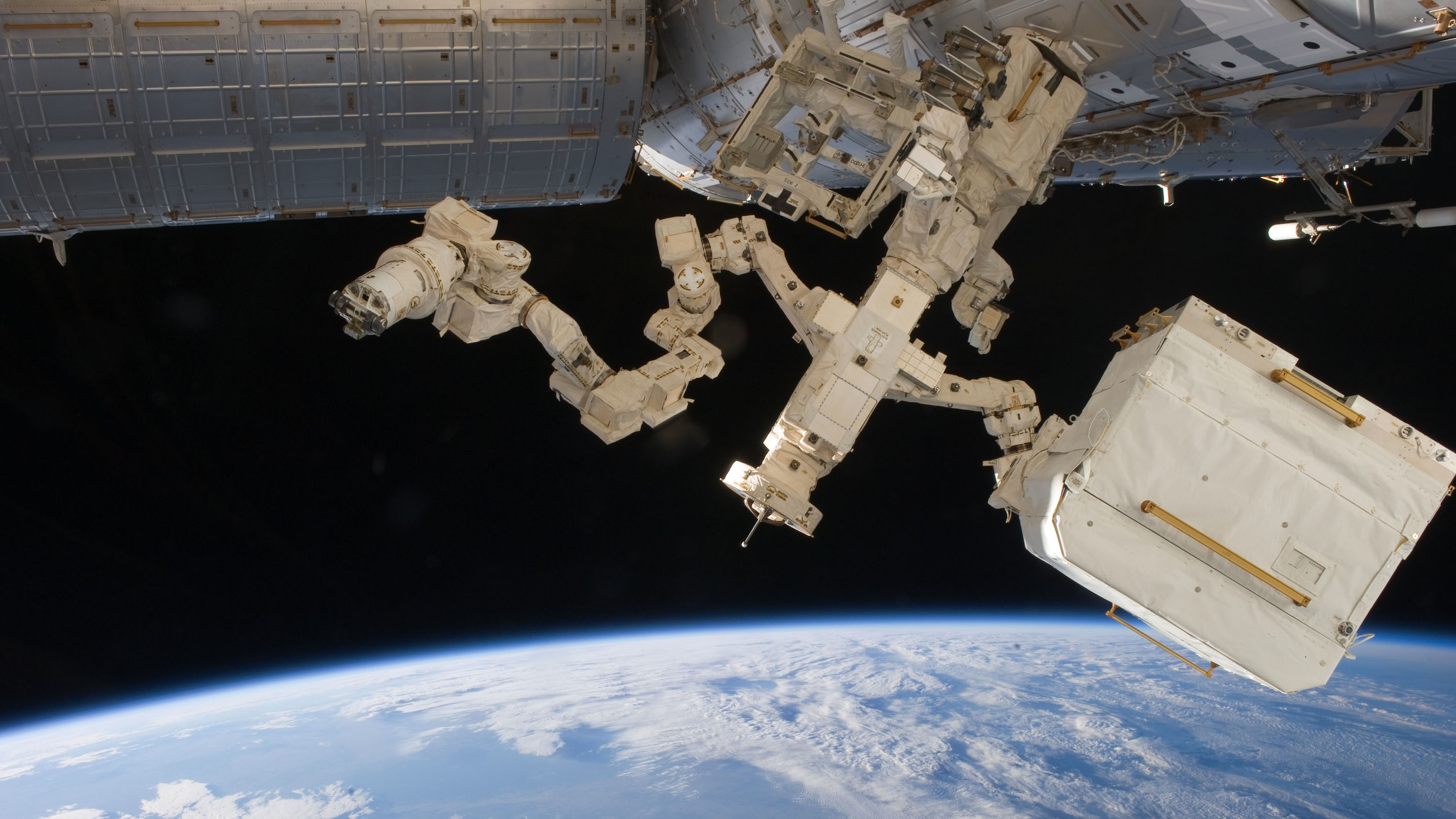 The Latest Job for Canada's Robotic Space Mechanic? Repairing Itself