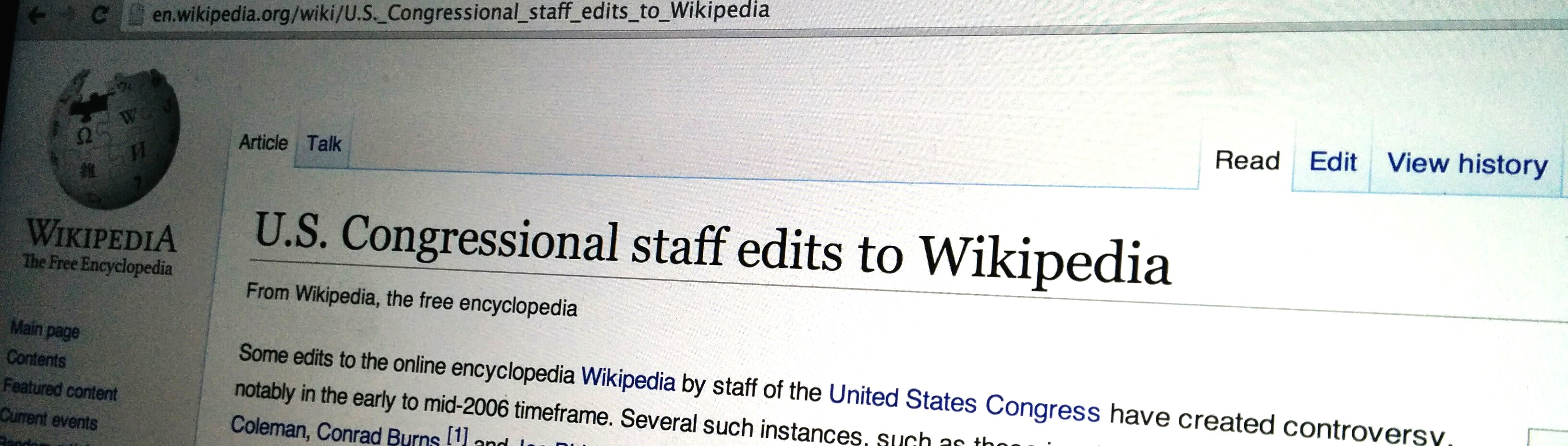 These Bots Tweet When Government Officials Edit Wikipedia