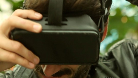 Hands on With the $49 Device That Turns iThings Into Virtual Reality Headsets