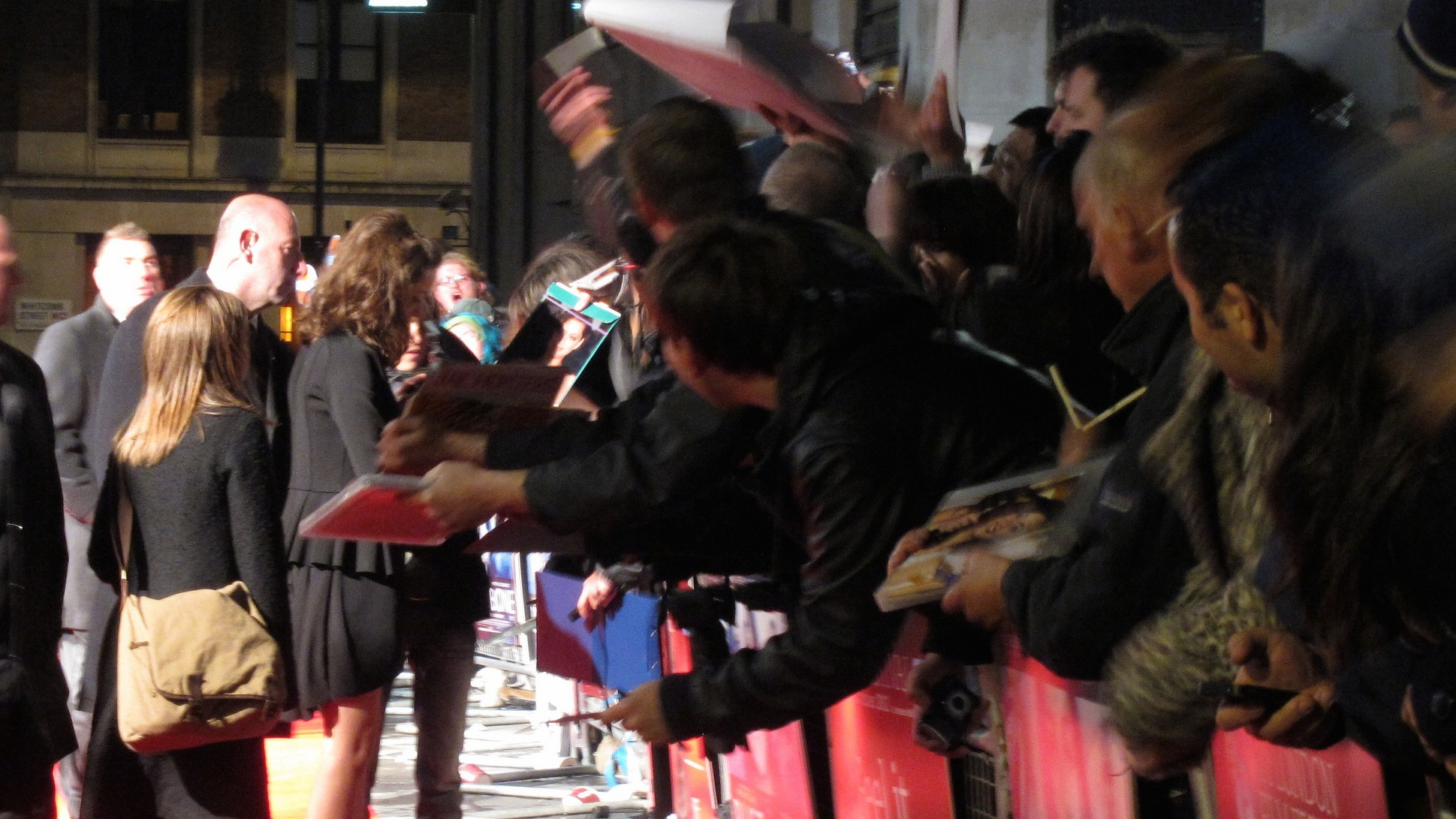 The Spammers Who Chase After Autographs