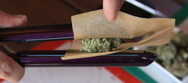 How to Make THC Wax 'Weed Dabs' at Home With a Hair Straightener