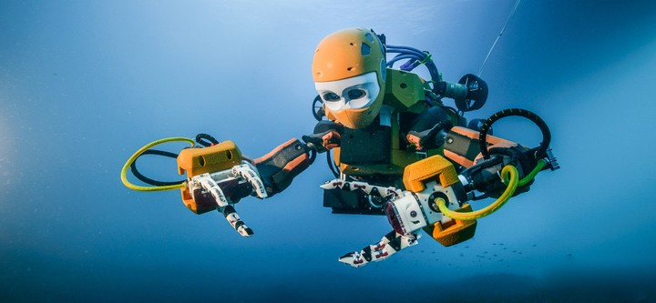 Humanoid Robot Diver Visits an Ancient Shipwreck for Its Maiden Voyage
