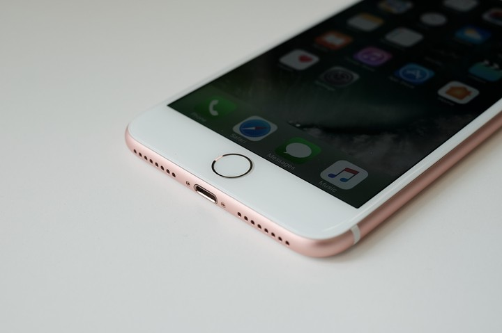 iOS 10 Has a 'Severe' Security Flaw, Says iPhone-Cracking ...
