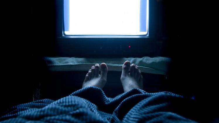 Perché è così difficile dormire dopo un weekend di festa?