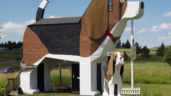 How to Stay in a Beagle-Shaped House for Less Than $100 a Night