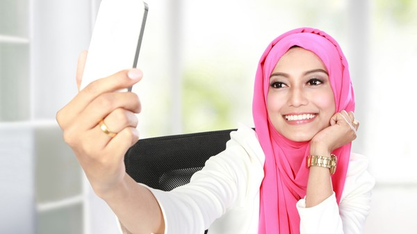 Of Course There's Plans For a Muslim Tinder, Too