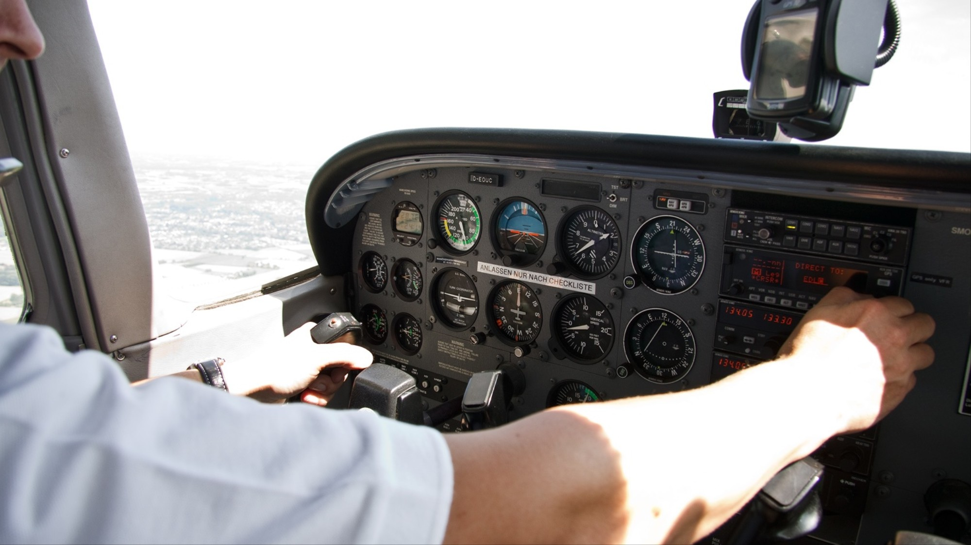 This 17 Year Old Built a Full-Scale Cessna Cockpit Simulator