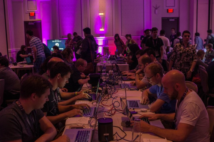 ​72 Hours of Pwnage: A Paranoid N00b Goes to Def Con