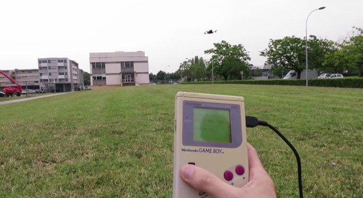Come pilotare un drone con un vecchio Game Boy