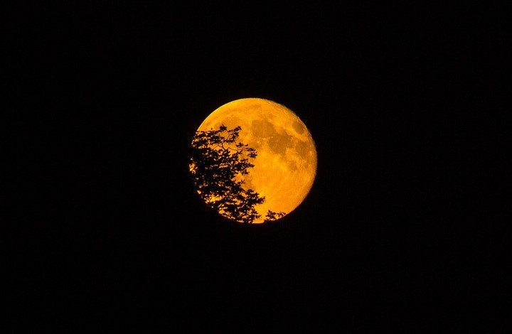 Watch a Supermoon and a Hunter's Moon Coincide on Sunday Night