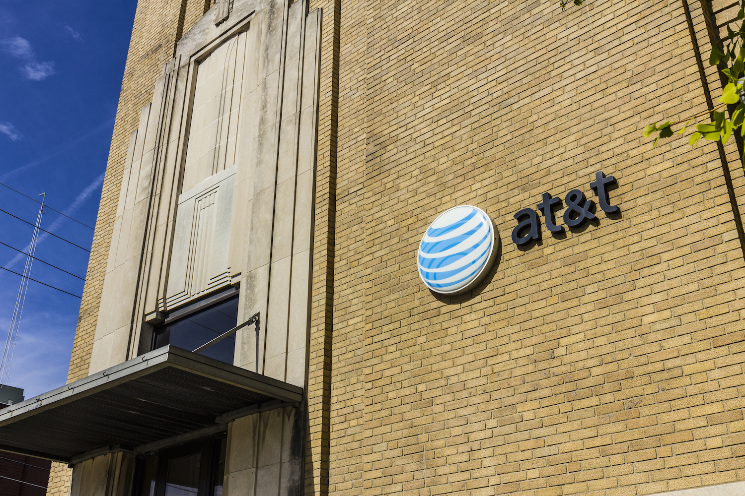 Hundreds of Customers Complained to the FCC That AT&T Switched Their