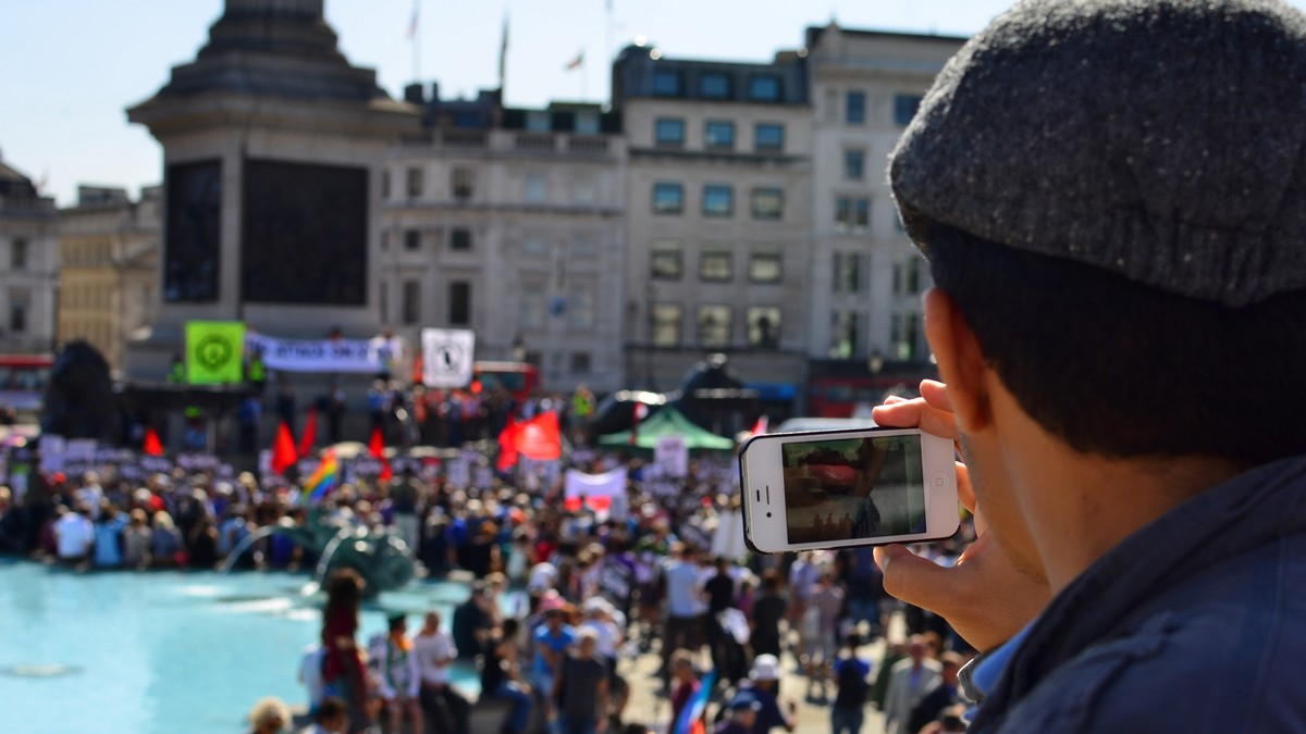 Image of article 'How to Protest Without Sacrificing Your Digital Privacy'