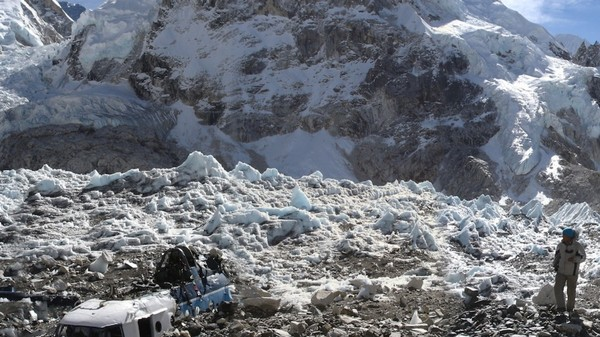 Want to Climb Mt. Everest? You Must Bring Back 17 Pounds of Garbage