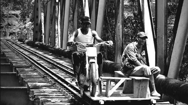 Colombia's Motorcycle-Powered Train Carts Are Ingenious