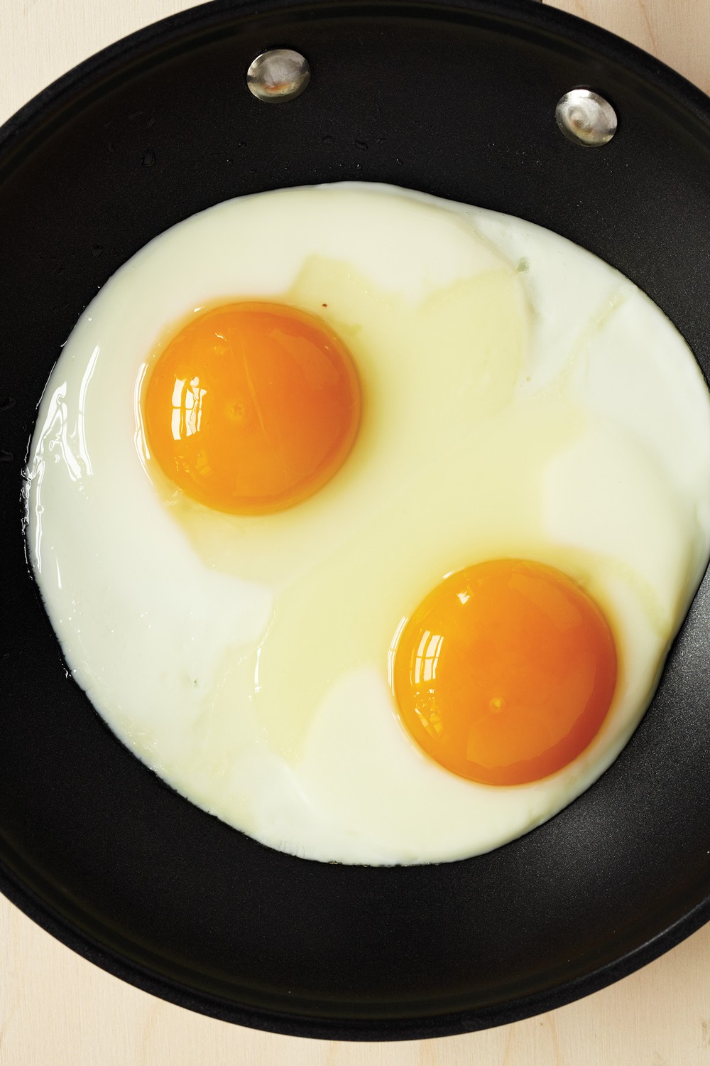 How to Make Perfect Sunnyside-Up Eggs - MUNCHIES