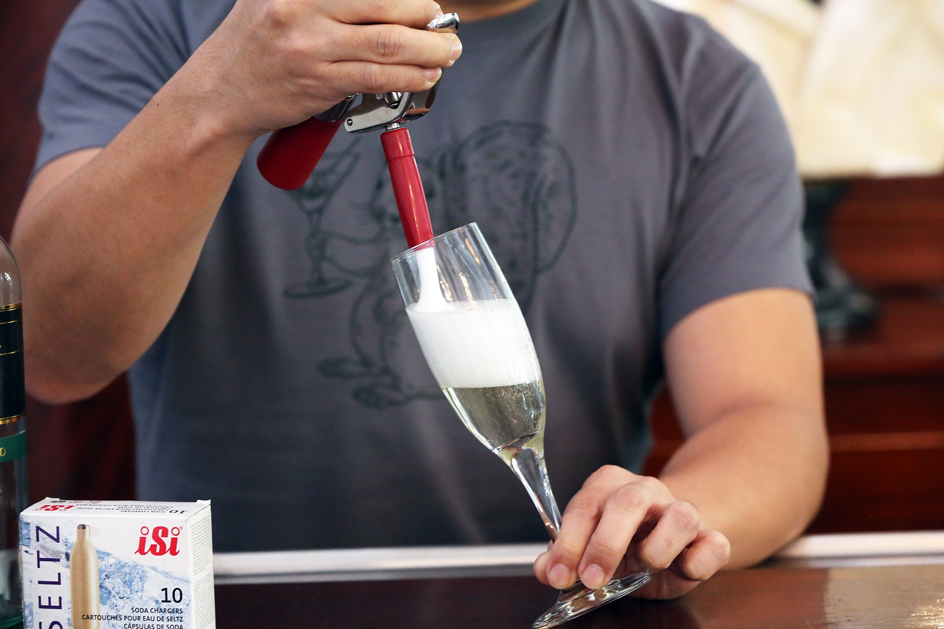 This Is How To Turn Any Crappy White Wine Into Fancy Champagne