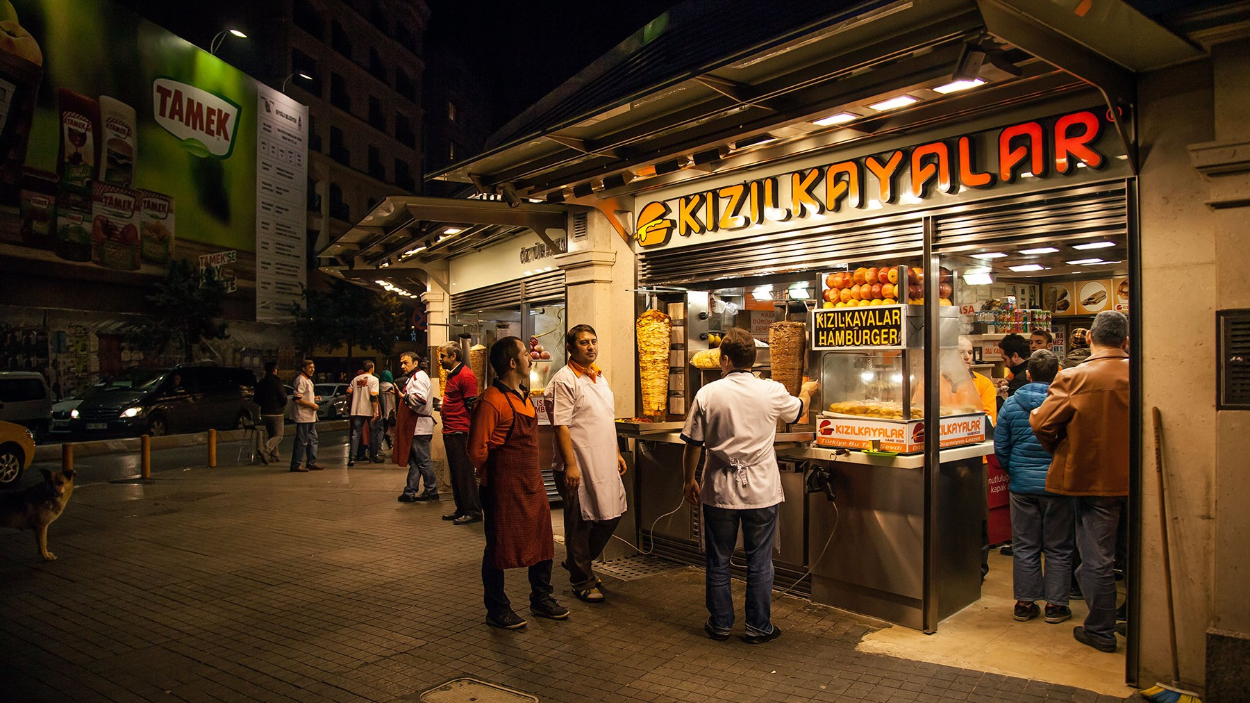 Kizilkaya-Islak-burger-joint-in-Taksim-square