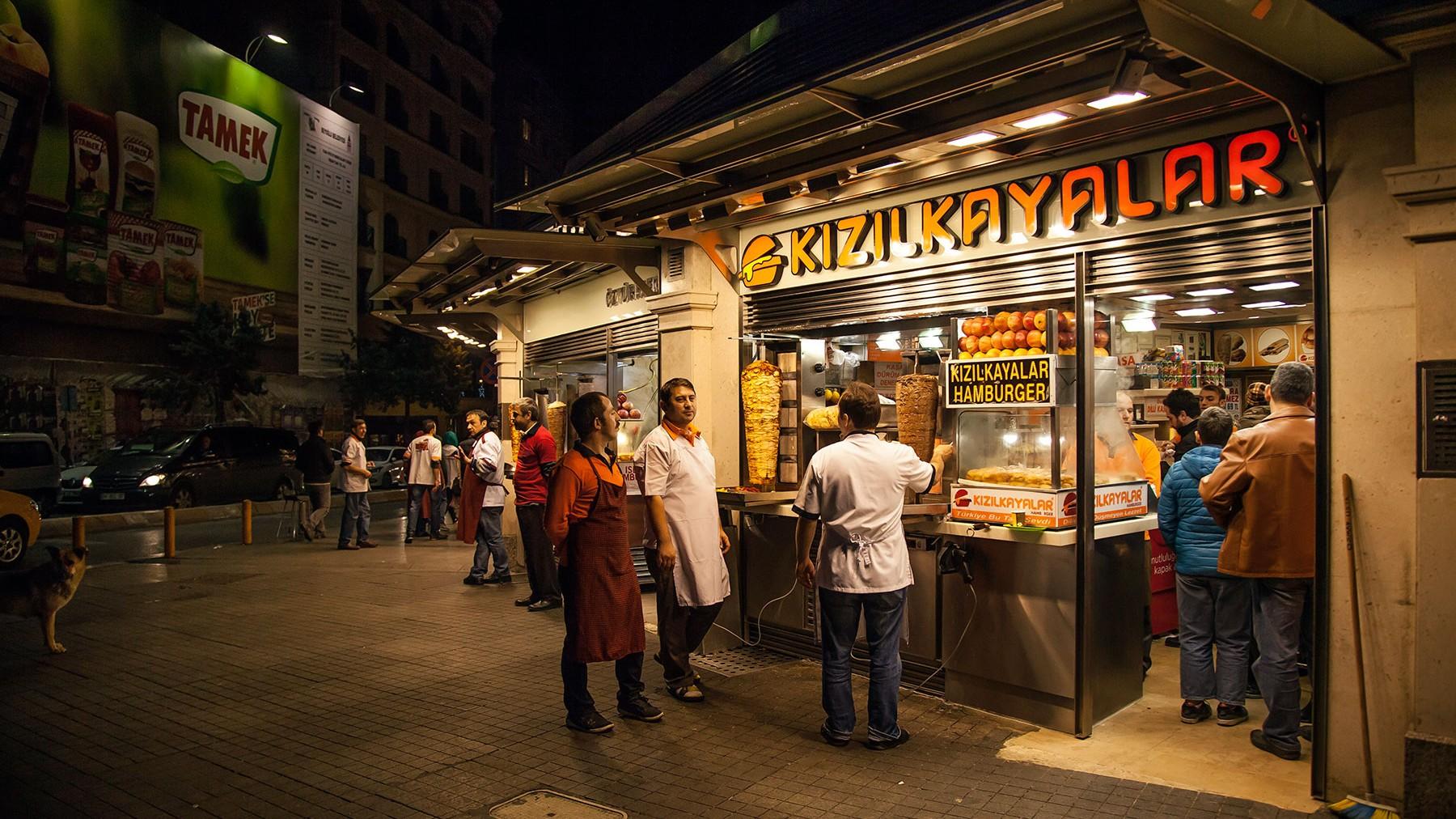 Kizilkaya-Islak-burger-joint-in-Taksim-square