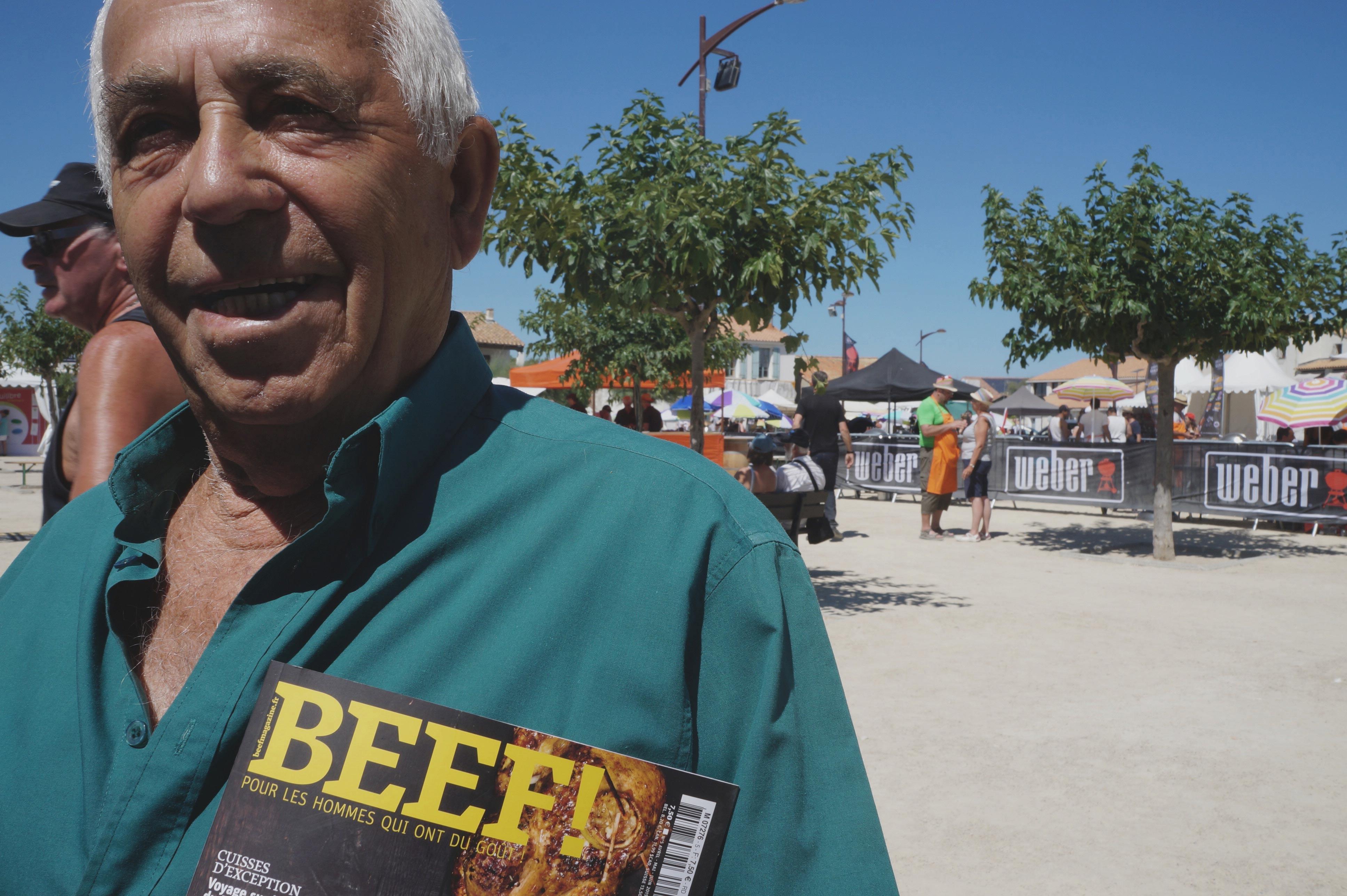 Sylvain,-85-ans,-pêcheur-retraité,-jamais-sans-son-Beef.