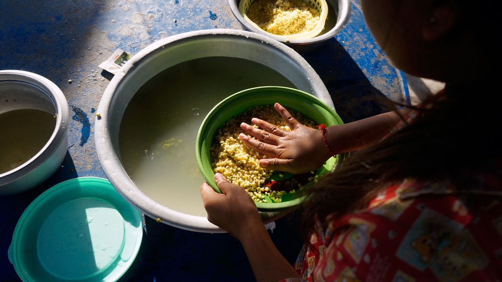 cambodia-radhe-washing-beans