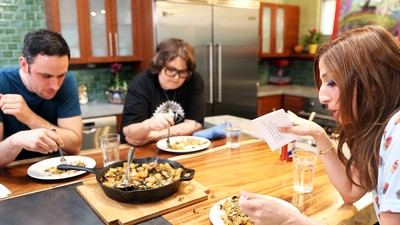 Fat Prince: Brisket Hash With Noah Galuten and Chelsea Peretti