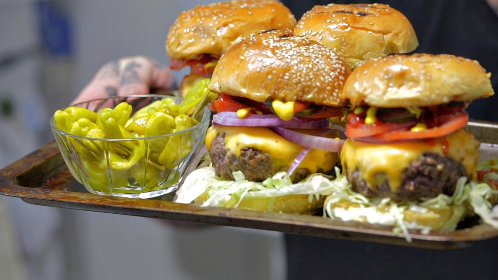 The Perfect Cheeseburger Recipe Is Also the Easiest One | MUNCHIES