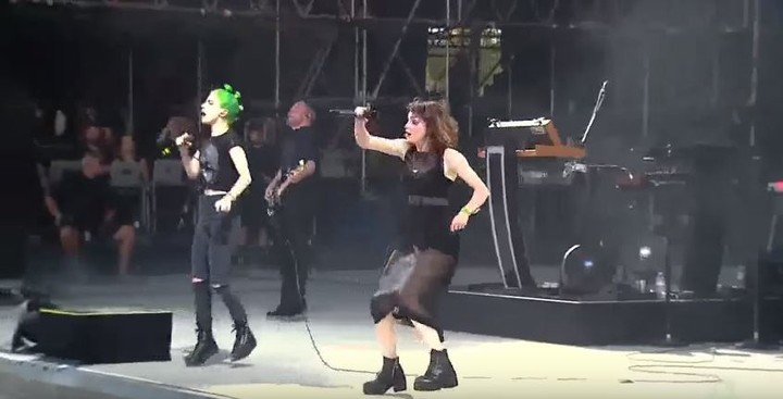 """Hayley Williams of Paramore Joined CHVRCHES at Bonnaroo to Perform """"Bury It"""""""
