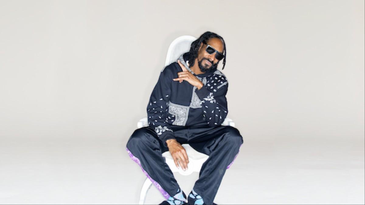 f5e9254fc02 Drop It Like It s Socks  We Got the Story Behind Snoop Dogg s Happy Socks  Collaboration