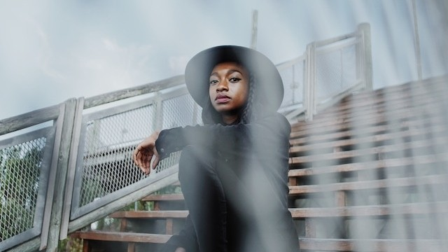 https://images.vice.com/noisey/content-images/article/little-simz-interview-2016/image2--1-.jpg?crop=1xw:0.8430913348946136xh;center,center&resize=1200:*
