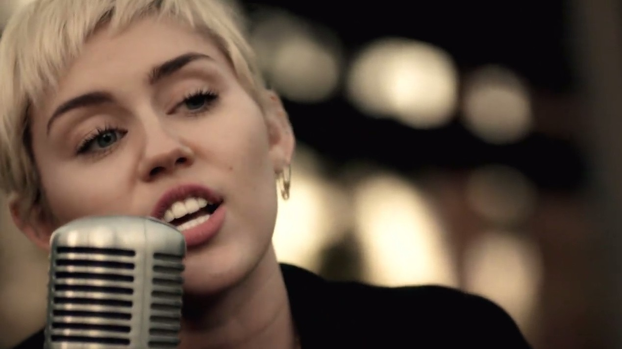 watch miley cyrus cover two songs in a backyard session with