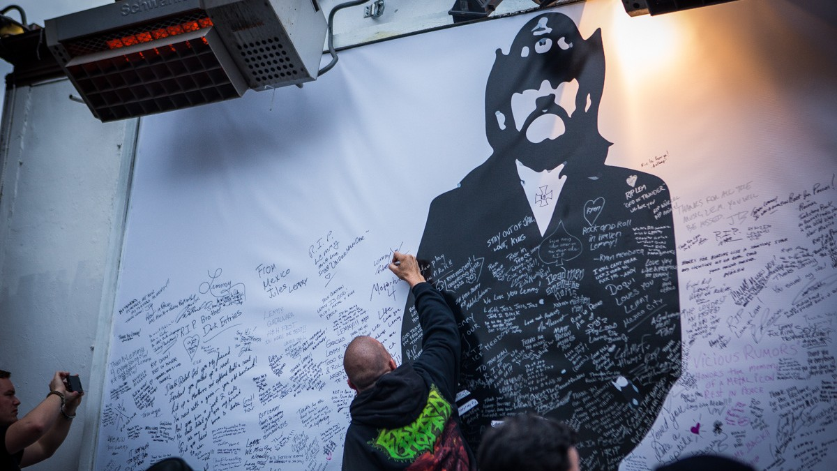 Mot 246 Rhead Fans And Friends Paid Tribute To Lemmy At The