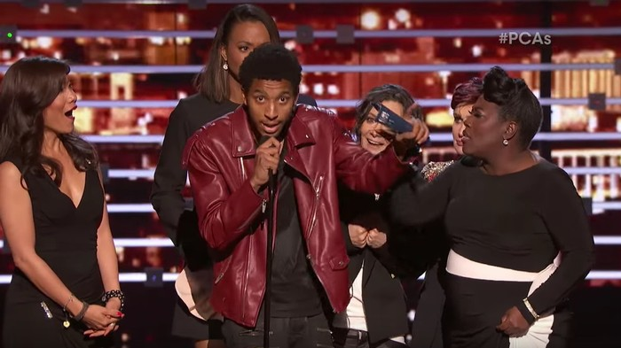 """Some Dude Stage Invaded the People's Choice Awards to Announce: """"Yeezy Jumped Over the Jumpman"""""""