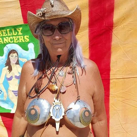 Oma nudist 8 Vulva