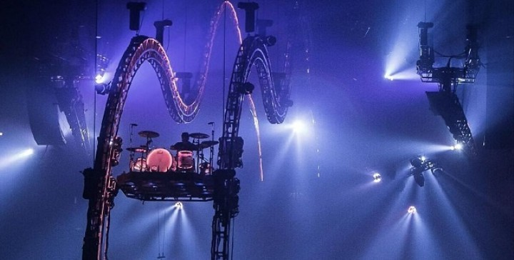 Watch Tommy Lee Get Stuck Upside Down in His Flying Drum Coaster at Mötley Crüe's Last-Ever Show
