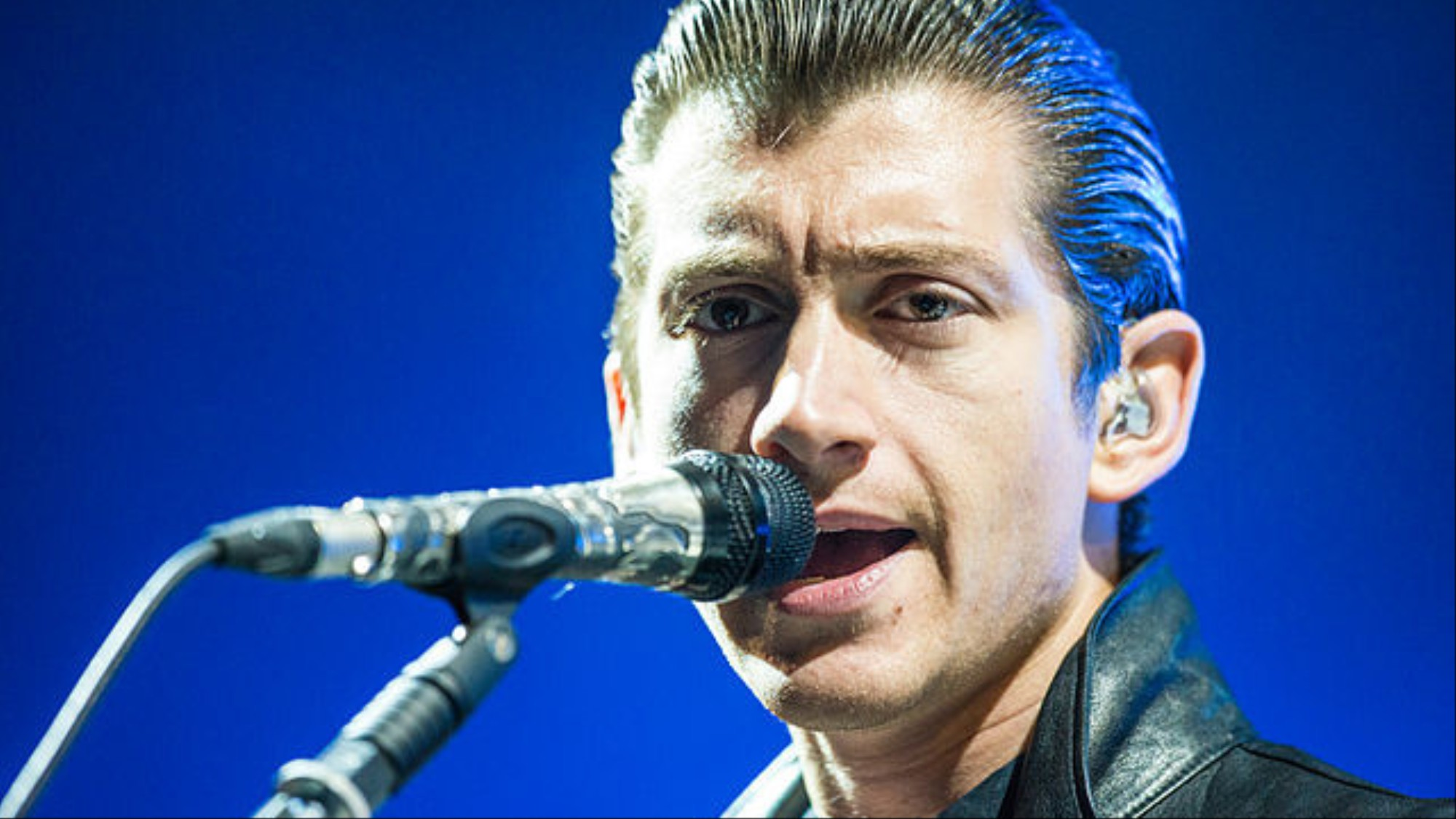 We Asked a Linguist Why Alex Turner Now Sounds Like an Old Cowboy - VICE