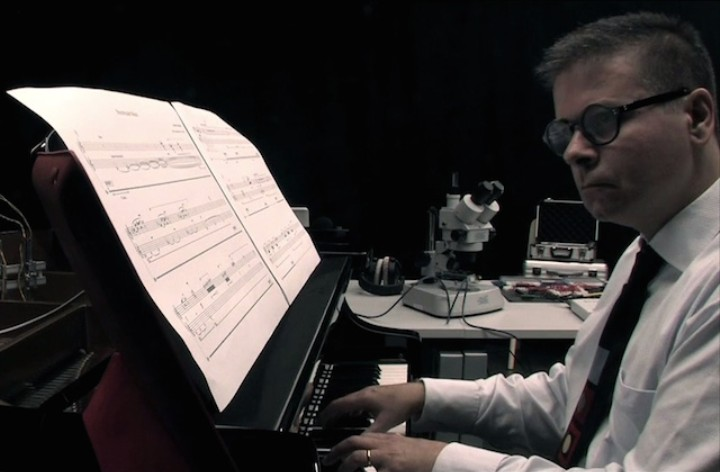 Bjork's Biophilia Has Come True, This Guy Plays Piano Duets With Mould Fungus