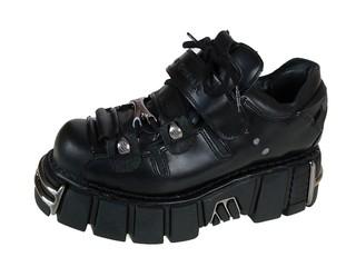 A contendere il ruolo di scarpa per gli alieni c erano le iberiche New  Rock e3ee9b13c0436