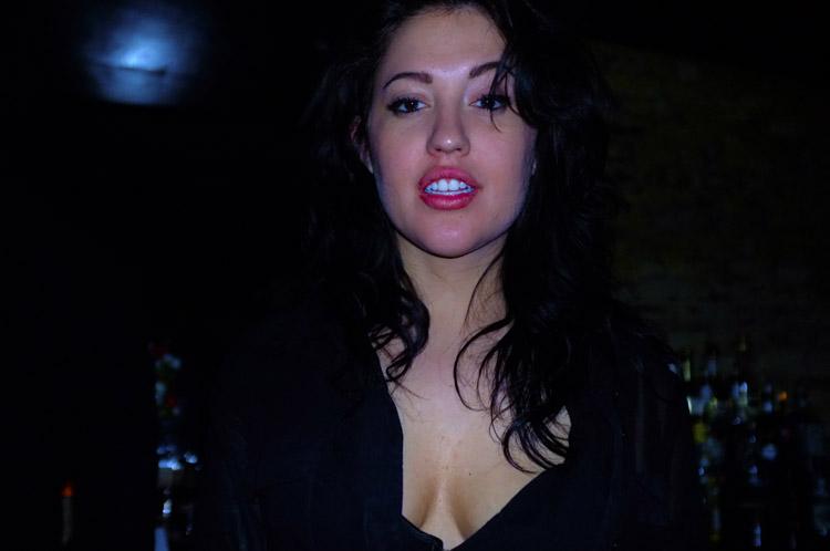 私はイタリア人女性とうまくやります。彼らは気が狂っているかもしれませんが、とても暖かく、愛情があるので、私はそれに対処できます。