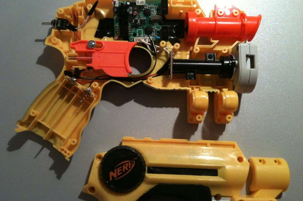 Mod A Nerf Gun To Play House Of The Dead [Instructables How-To]