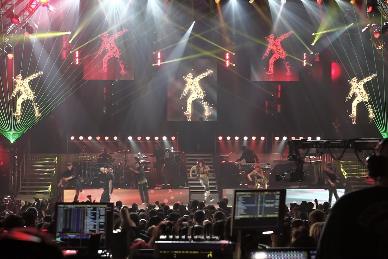 Moment Factory Provide Virtual Dancers And Live Tweeting At Usher's London Show [Q&A]