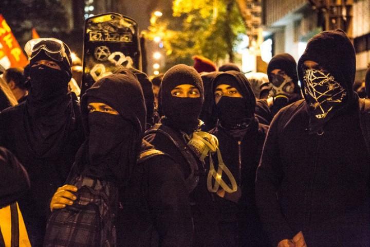 Los anarquistas de Río se manifestaron en apoyo a sus profesores
