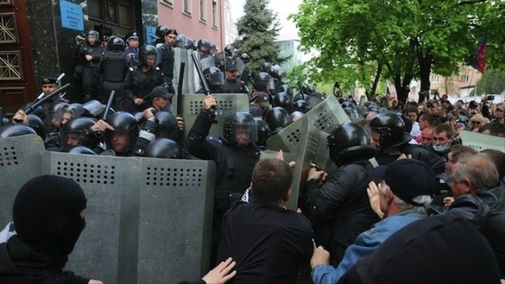 Photos of the May Day Protests That Turned Violent in Eastern Ukraine