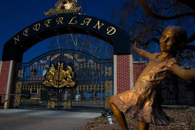 On a réussi à entrer dans Neverland, le ranch-parc d'attraction de Michael Jackson