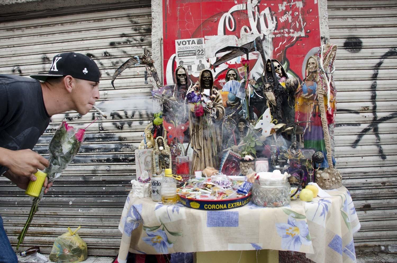 Photo  sc 1 st  Vice & La Santa Muerte: Mexicou0027s Saint of Delinquents and Outcasts - VICE
