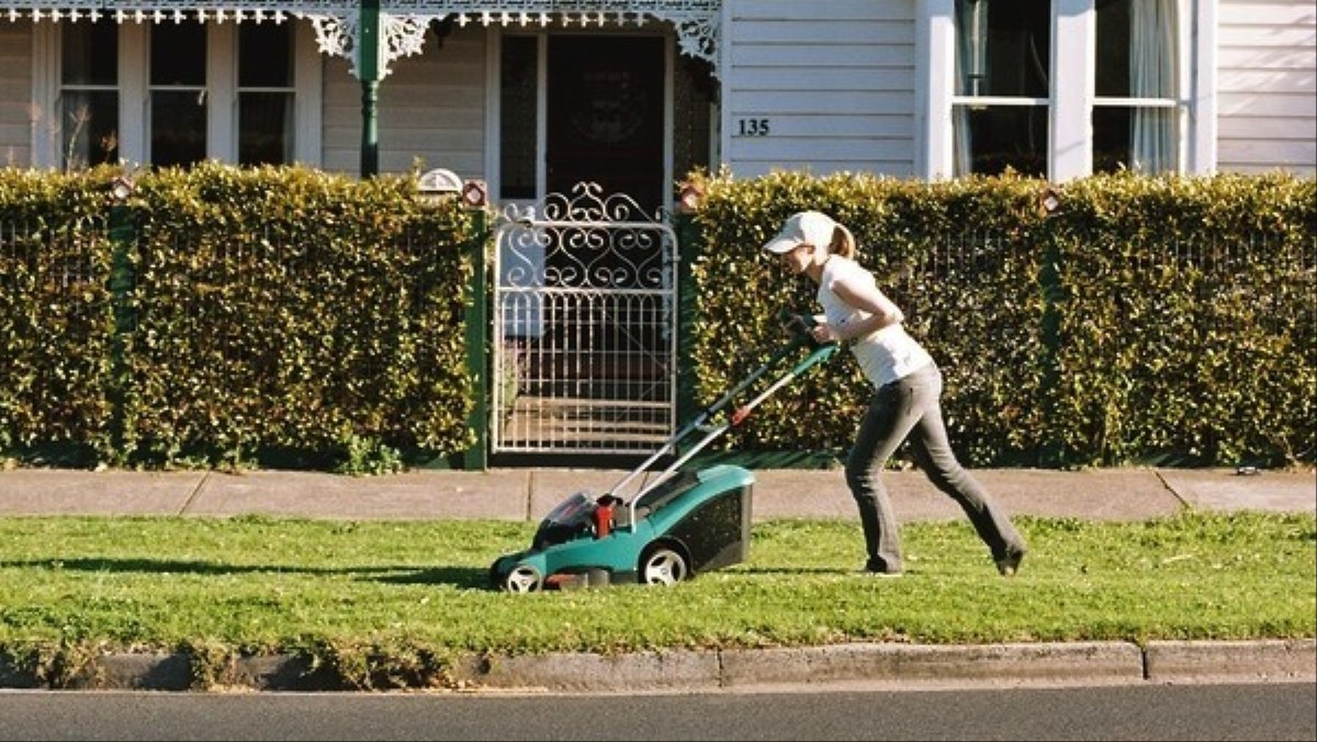 Gorgeous Photos of Men and Women Mowing Their Lawns - VICE