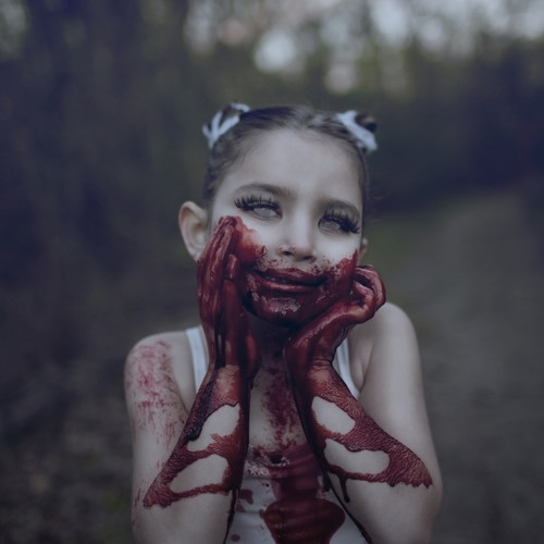 https://images.vice.com/vice/images/articles/meta/2015/06/03/diese-fotos-von-zombie-kindern-werden-dir-angst-einjagen-661-1433331428.jpg