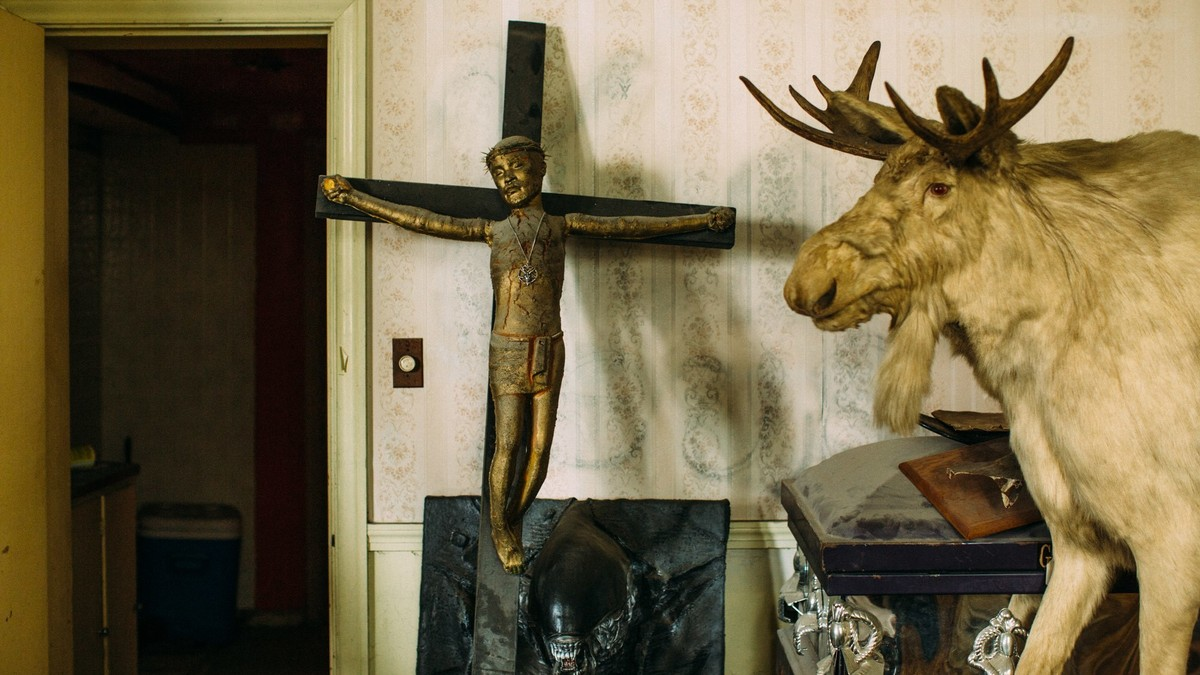 Inside The Rncs Satanic Airbnb Vice