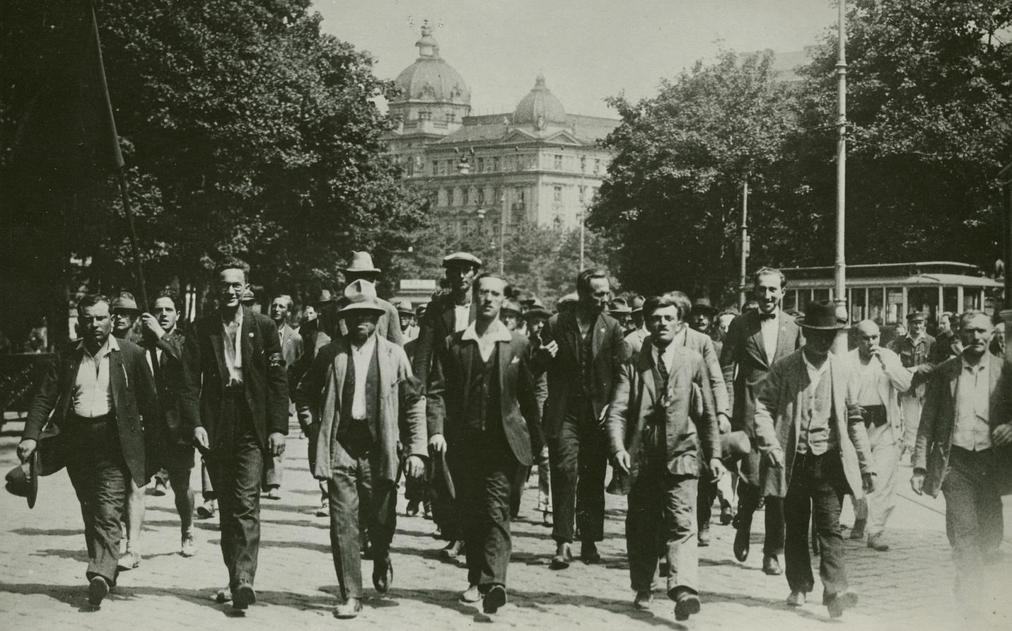 Demo Freitag Wien: Archivfotos Vom Brand Des Justizpalastes In Wien